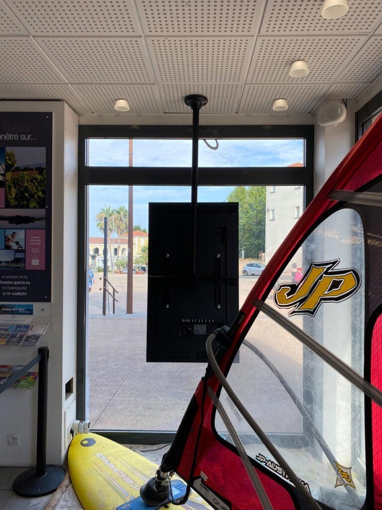 ecran vitrine office de tourisme